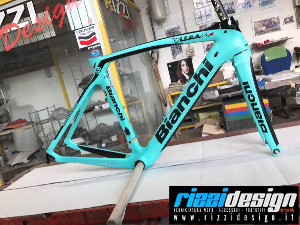 Nuova grafica su #bici di #Rizzidesign! Modello #Bianchi!