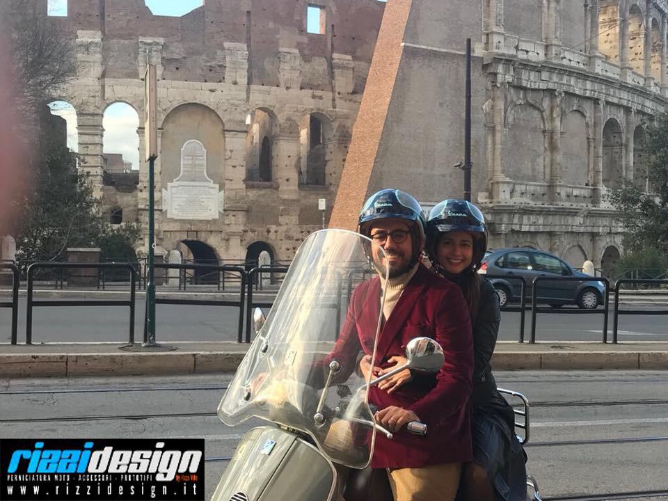 Nuovo casco! Realizzato da #Rizzidesign! #Helmo, #Vespa 60 Gt sulle strade di Roma.